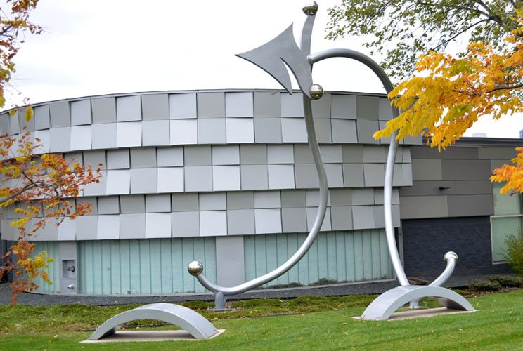 Large-scale metal sculpture in the shape of an arrow